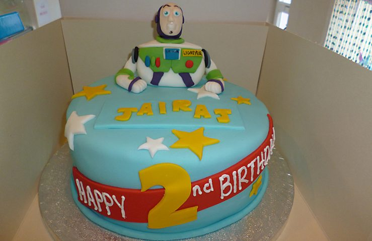 Buzz lightyear cake design